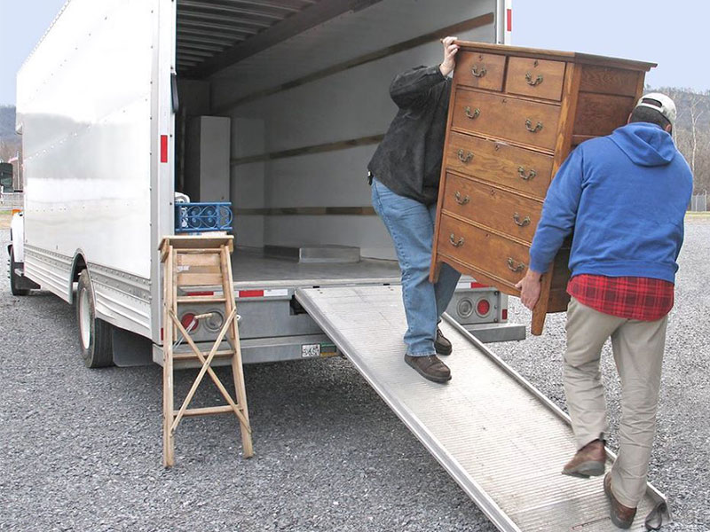 Moving company loading/unloading furniture to the truck