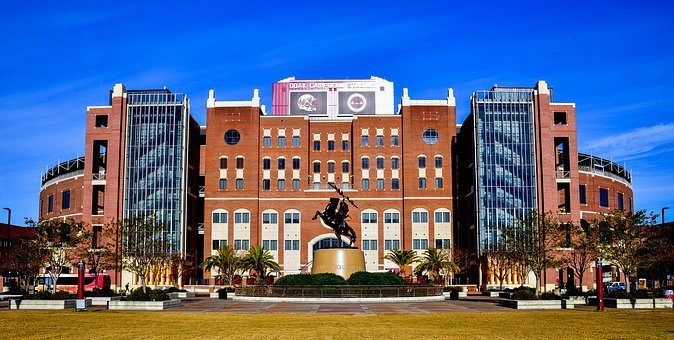 the facade of Florida State University building in Tallahassee, FL